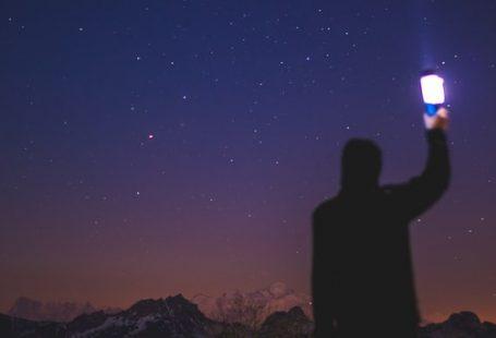ستاره دیده فرو بست